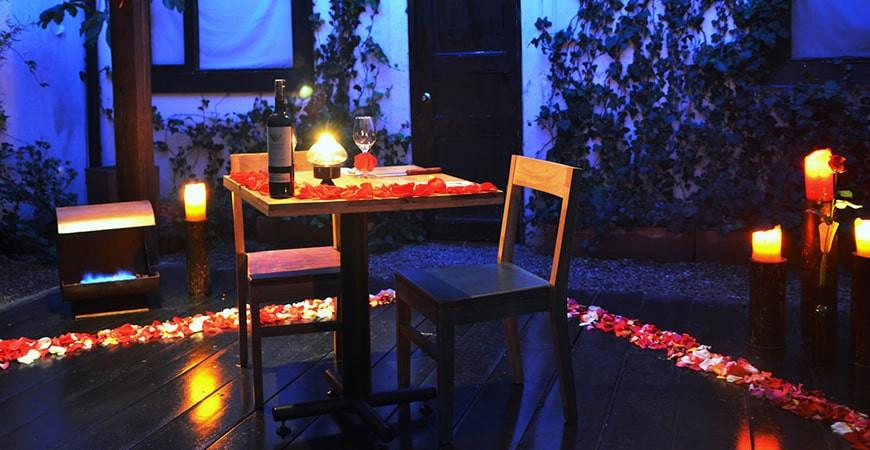 Como crear un ambiente romántico usando velas